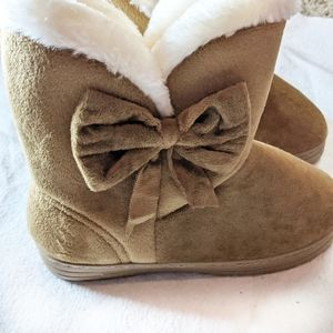 Winter boots faux fur with bow brown